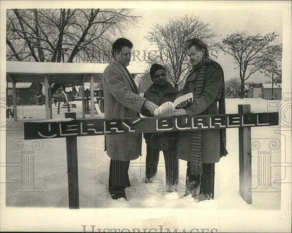 1985 Press Photo Schenectady, New York officials at Jerry Burrell park - Historic Images