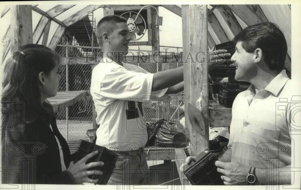 1990 Press Photo Schuylerville, NY agriculture students prepare greenhouse - Historic Images