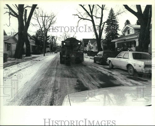 1991 Press Photo City truck lays sand on ice street in Scotia, New York - Historic Images