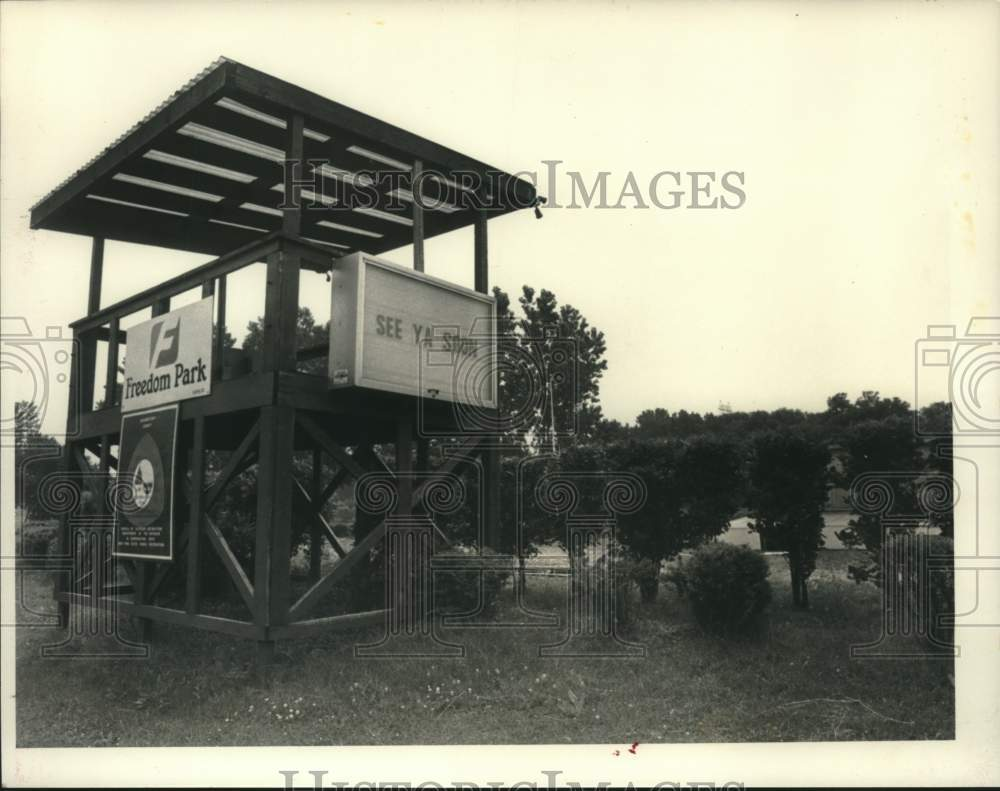 1984 Press Photo Wooden observation deck at Freedom Park, Scotia, New York - Historic Images