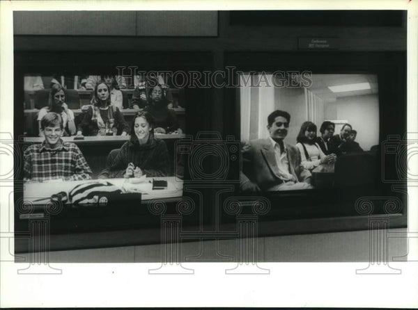 1994 Press Photo Scotia, NY students on teleconference with Mexico City students - Historic Images