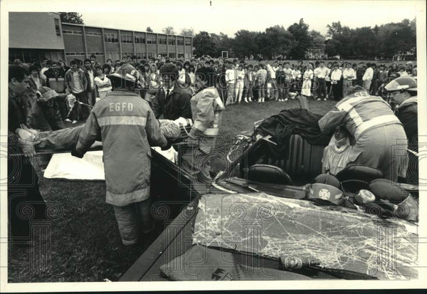1987 Press Photo Don't Drink And Drive campaign display, Scotia, NY High School - Historic Images