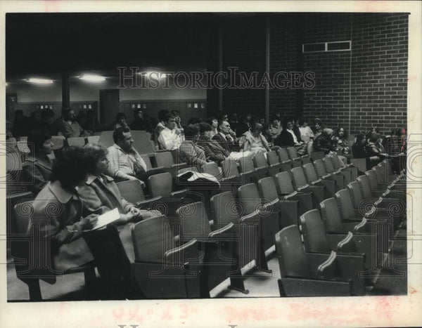 1977 Press Photo Scotia - Glenville New York School parents attend hearing - Historic Images