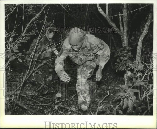 1993 Press Photo Students learn survival skills at Stratton Air National Guard - Historic Images