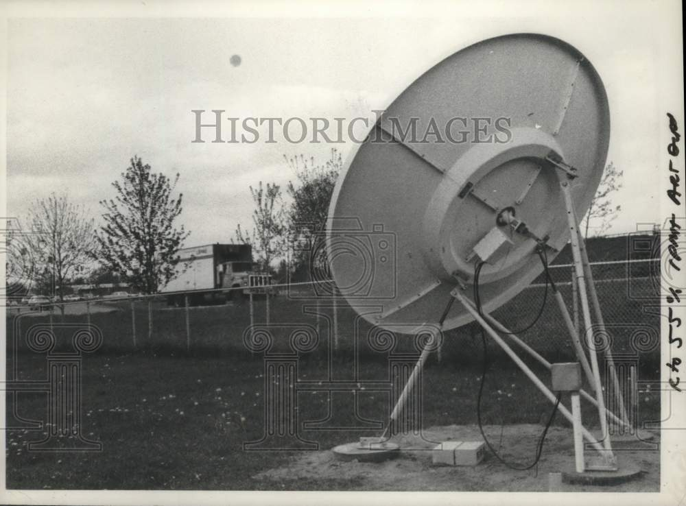 1980 Press Photo Associated Press satellite dish in New York - tua16725 - Historic Images