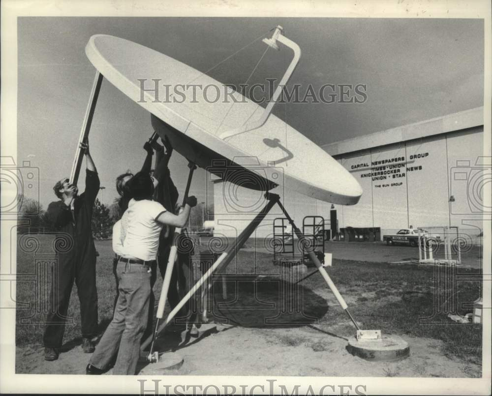 1980 Press Photo Associated Press satellite dish, Capital Newspapers, Albany, NY - Historic Images