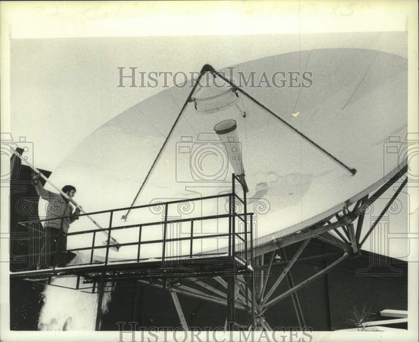 Press Photo Worker cleans satellite dish in Albany, New York - tua16728 - Historic Images