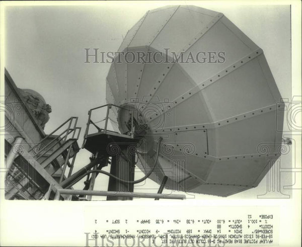 1992 Press Photo AT&T Tridome satellite dish on roof of Albany, New York bank - Historic Images
