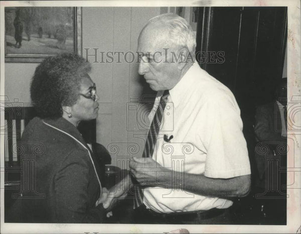 1981 Press Photo Clara Satterfield meets Mayor Corning re: The Springboks - Historic Images