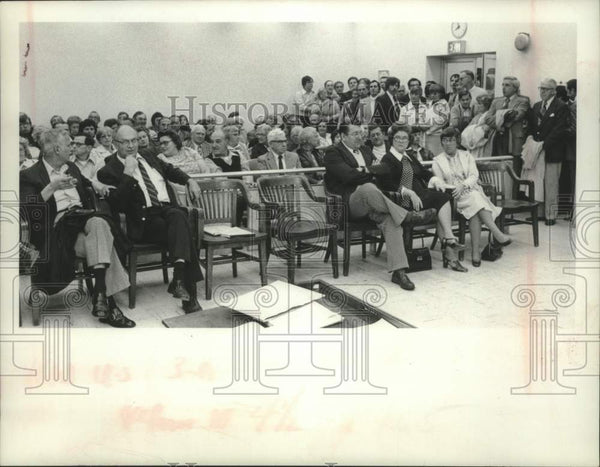 1976 Press Photo Residents attend Schenectady County Board of Rep Budget Hearing - Historic Images