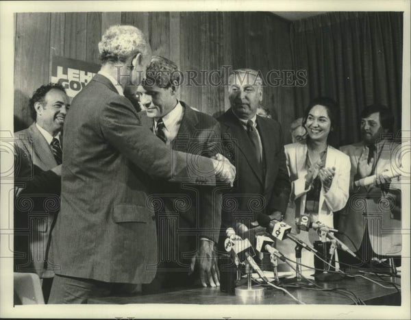 1982 Press Photo Frances Sclafeni and other candidates speak Albany Co Airport - Historic Images