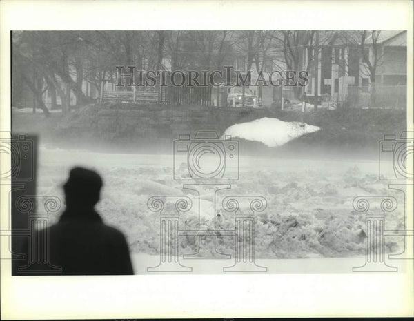 1993 Press Photo Fog over icy Mohawk River, Stockade area, Schenectady, New York - Historic Images