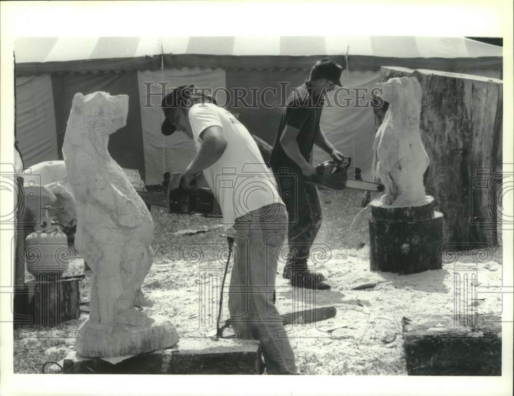 1993 Press Photo Chainsaw carving exhibit at Schaghticoke, New York Fair - Historic Images