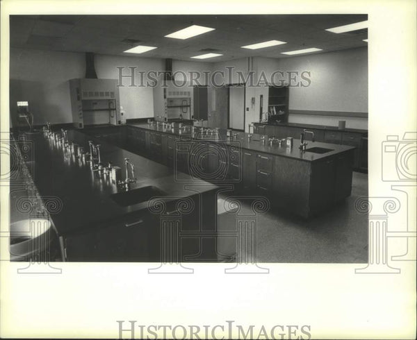 1987 Press Photo Science lab, Schenectady County Community College, New York - Historic Images