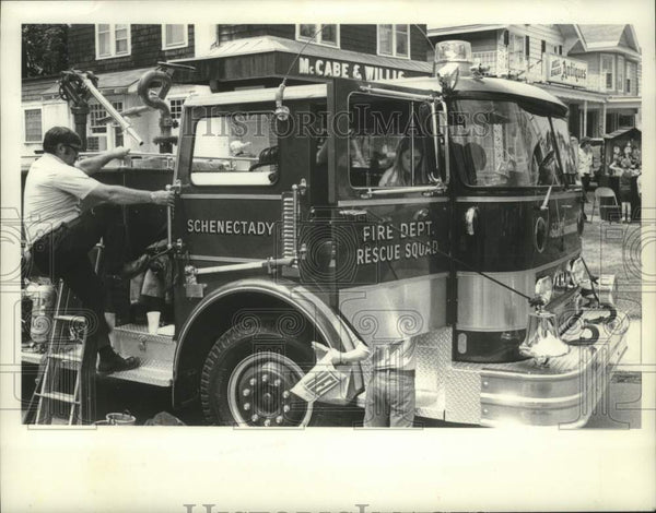 1978 Press Photo Schenectady, New York Fire Department truck visits neighborhood - Historic Images