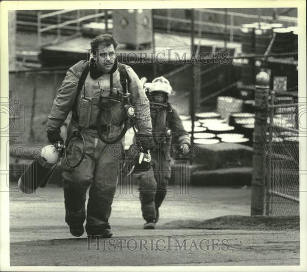 1990 Press Photo Schenectady, New York firefighters at scene of chemical spill - Historic Images