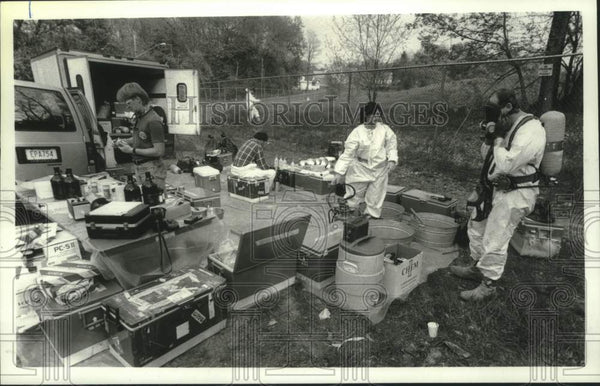1990 Press Photo Workers test soil at former Schenectady, NY landfill site - Historic Images