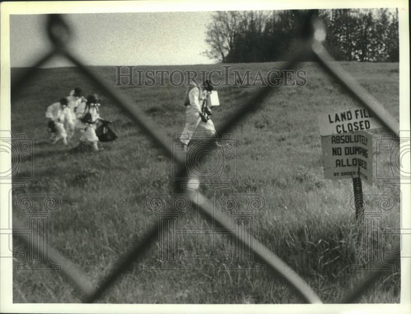 1990 Press Photo Environmental Protection Agency contractors, Schenectady, NY - Historic Images
