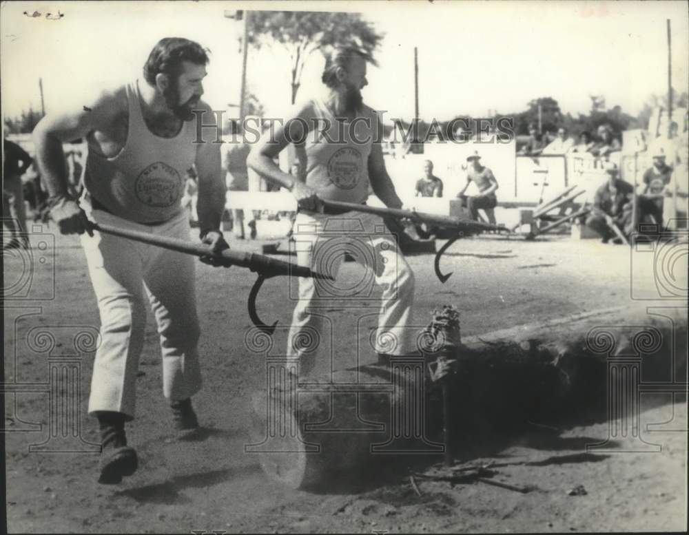 1976 Press Photo Winning log rolling team at Schaghticoke Fair in New York - Historic Images