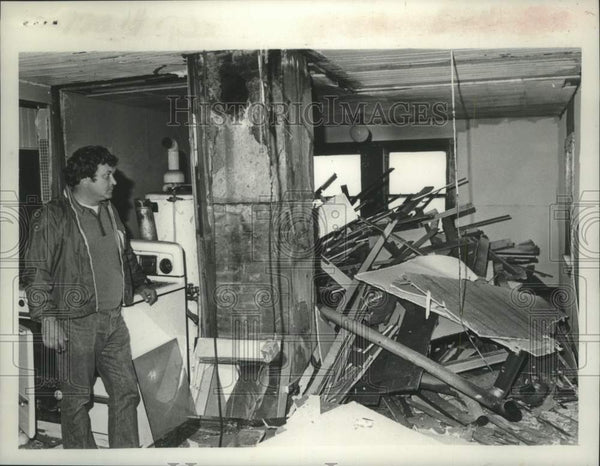 1975 Press Photo Owner looks over damaged building in Schenectady, New York - Historic Images