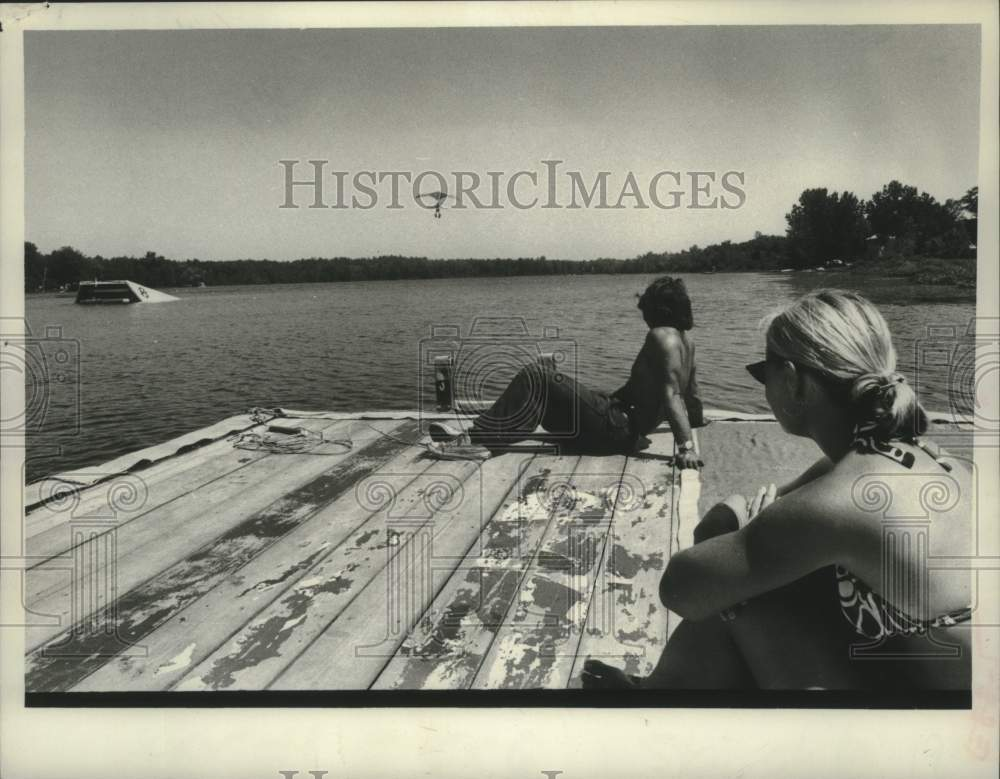 1978 Press Photo Sunbathers on dock at Schenectady, New York waterski area - Historic Images