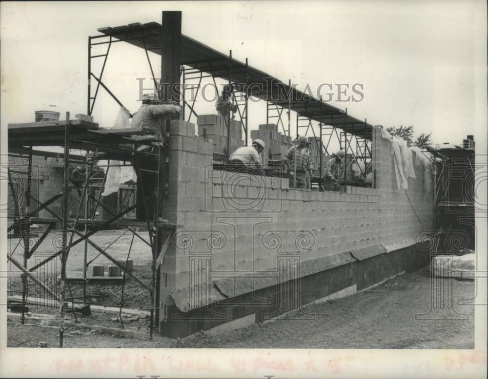 1980 Press Photo Construction of fire station on Nott Terrace, Schenectady, NY - Historic Images