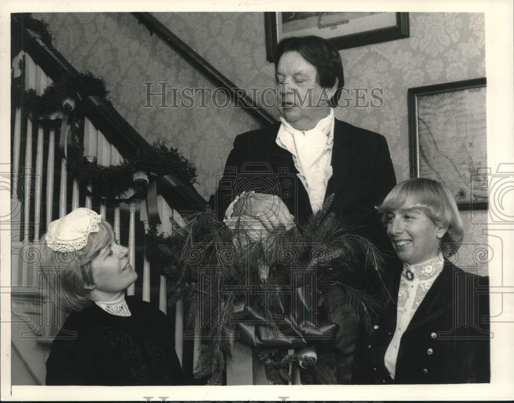 1983 Press Photo Historical Society members in period costume, Schenectady, NY - Historic Images