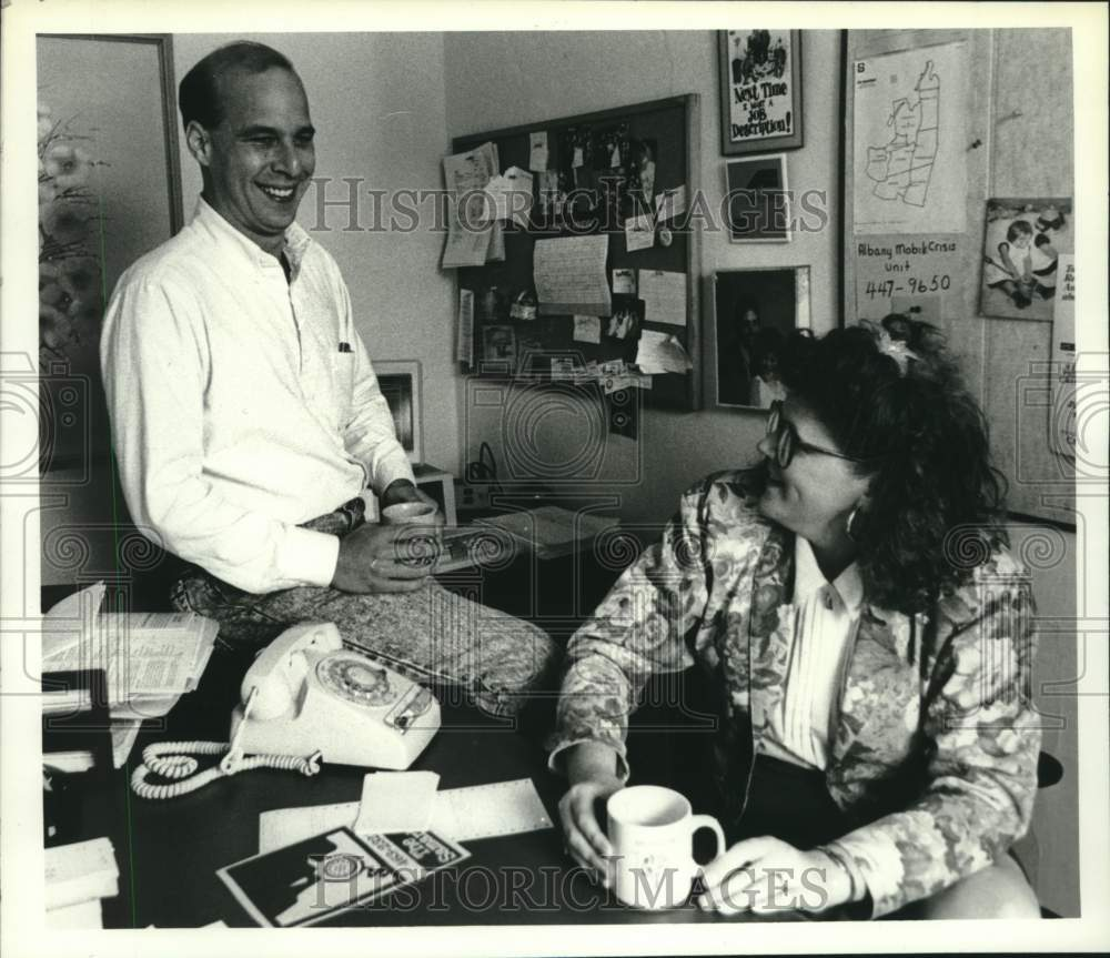 1990 Press Photo Samaritans staff in their Albany, New York office - tua17143 - Historic Images