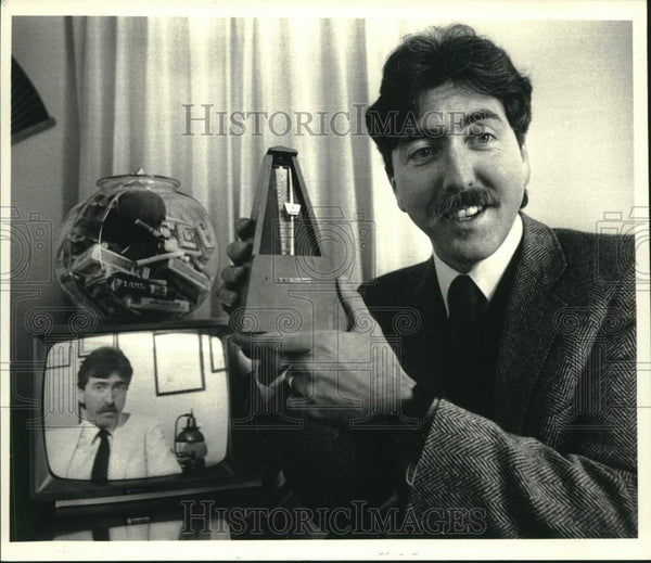 1987 Press Photo Bernard Schallehn shows metronome in Albany, New York - Historic Images