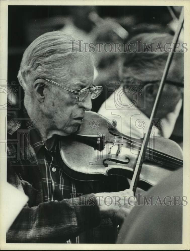 Senior citizen Edward Driscoll, Albany, New York plays the violin - Historic Images