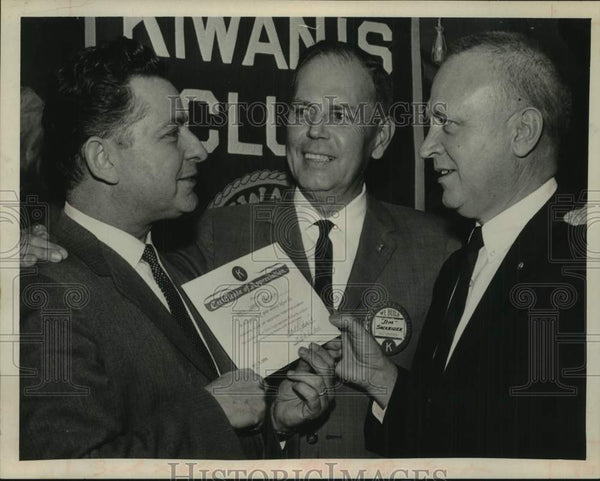 1966 James Sackrider speaks to Kiwanis group in Albany, New York - Historic Images
