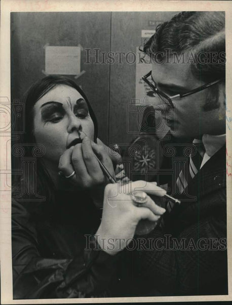 1970 Drama teacher helps student with makeup in Shenendehowa, NY - Historic Images