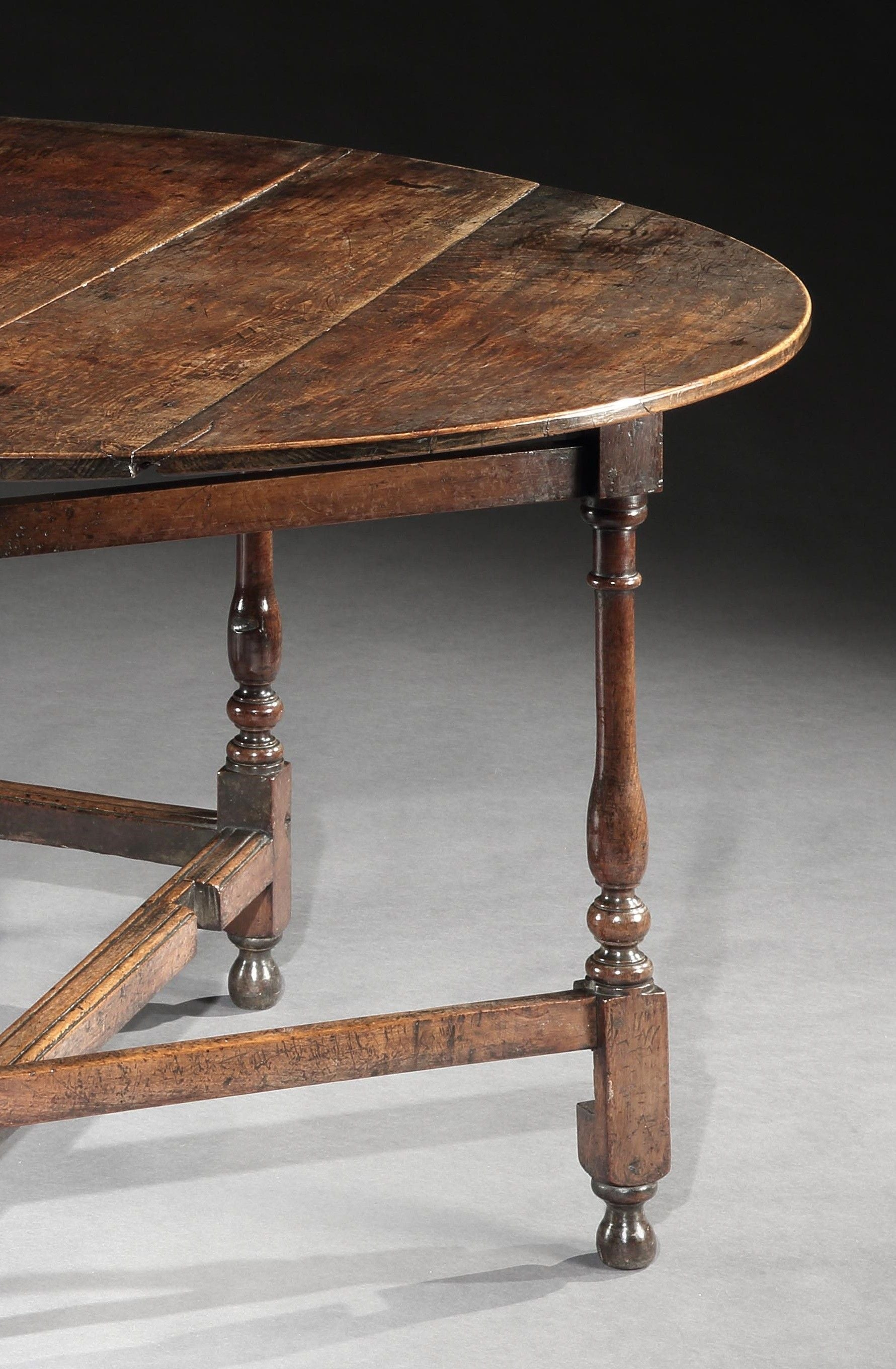 Exceptional Queen Anne Period Oval Table