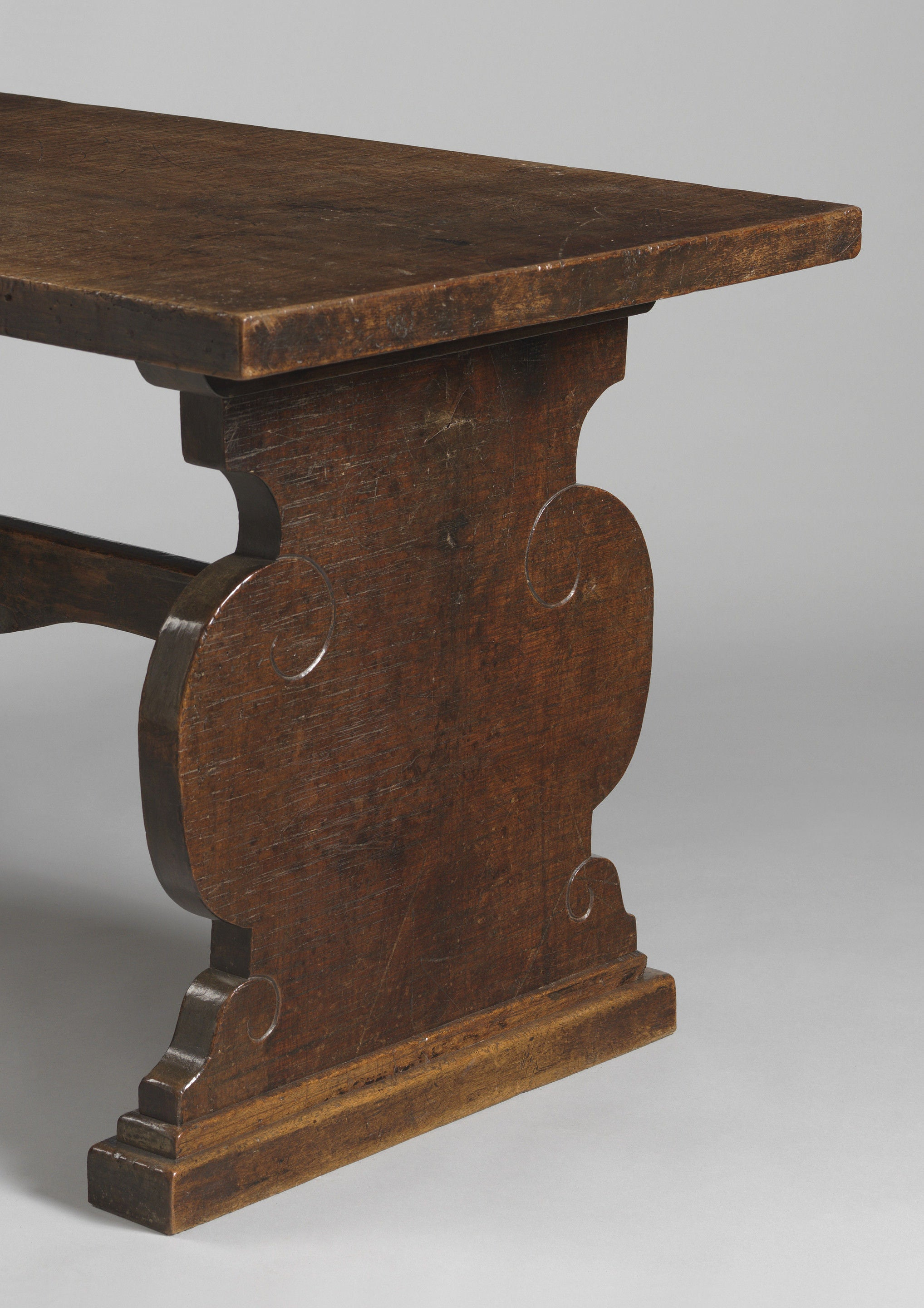 Classic Baluster EndTrestle Table