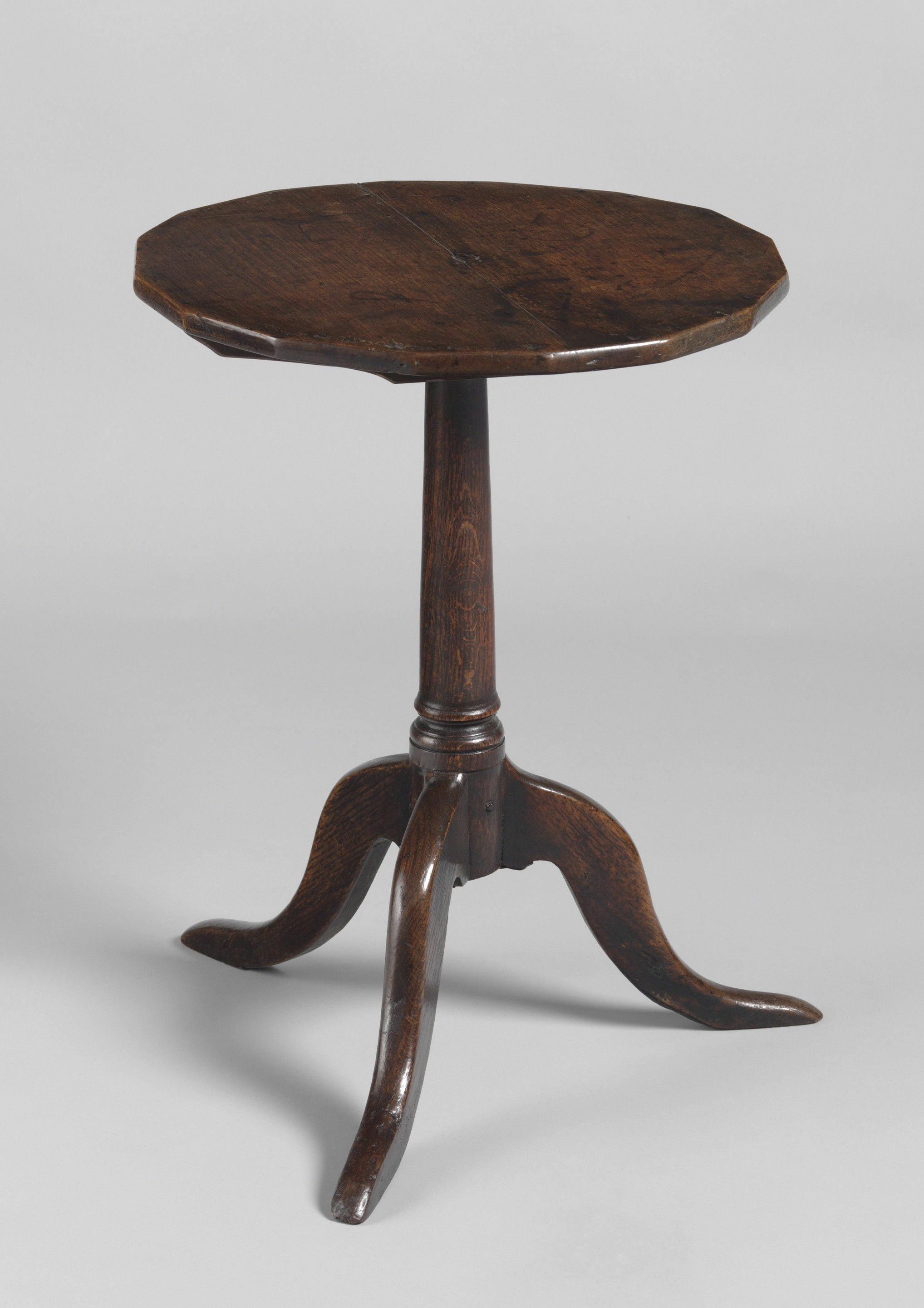 Georgian Tripod Wine Table With A Hexadecagonal Shaped Top