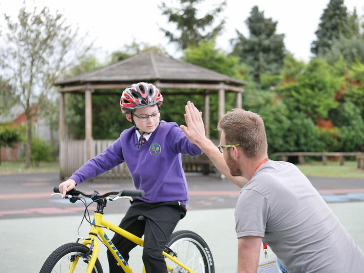Inspiring cyclists: 9 year old boy with dyspraxia learns to ride a bike