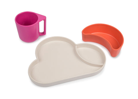 photo d'un set de table comprenant une assiette nuage, un bole lune orange et une tasse rose