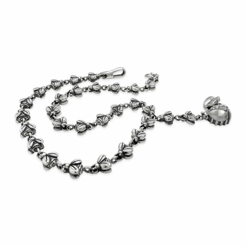 products/silver_bee_necklace.jpg