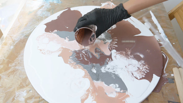 Paint Pouring workshop - Art on a tray