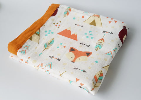 Delux Snuggle Muslin Blanket - Fox and Bear - MAMAS + MINIS