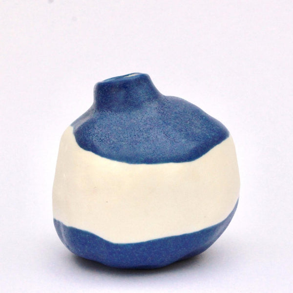 Coloured porcelain vessel
