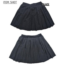 I read an image to a gallery viewer, Pleated skirt