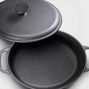 Cast Iron Stewing Pot & Lid