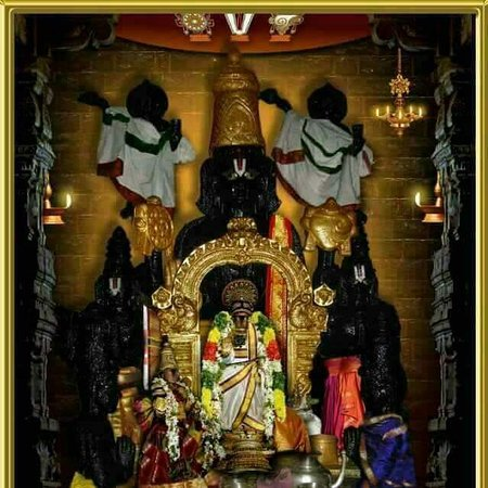 Book online at Anarghyaa.com to perform puja in Sri Pundarikakshan Perumal Temple