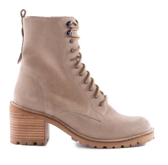 Irresistible Boot Natural