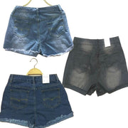 Ladies can wear thin denim shorts with rough edges on the street
