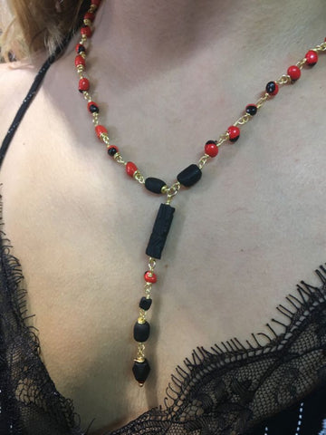 Necklace with mini peonies and azabache