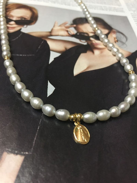 Pearl and virgin mini necklace