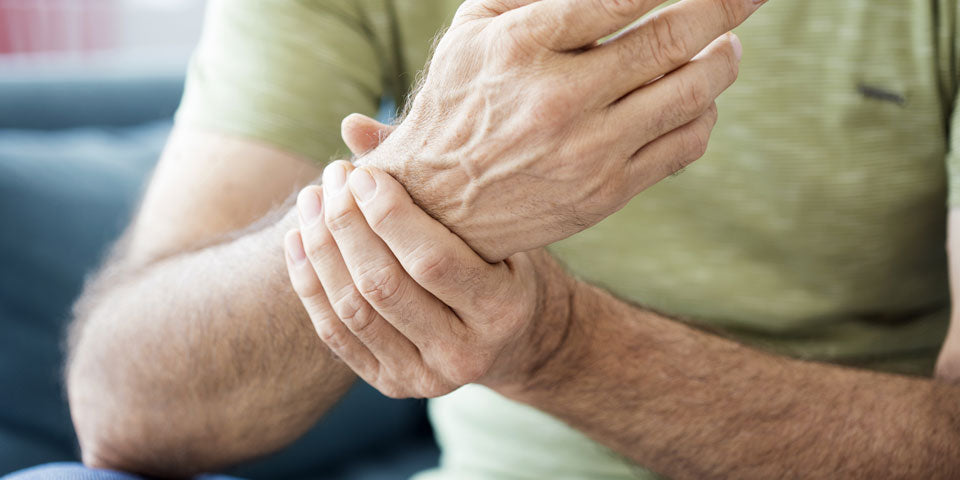 Can T4/T3 therapy cause joint pain?