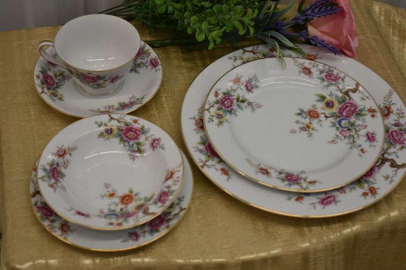 Noritake Porcelain Fine China - Pink Yellow Orange Carnations Floral - Very Rare Pattern - Gold Rim - 6 Piece Dinner Set